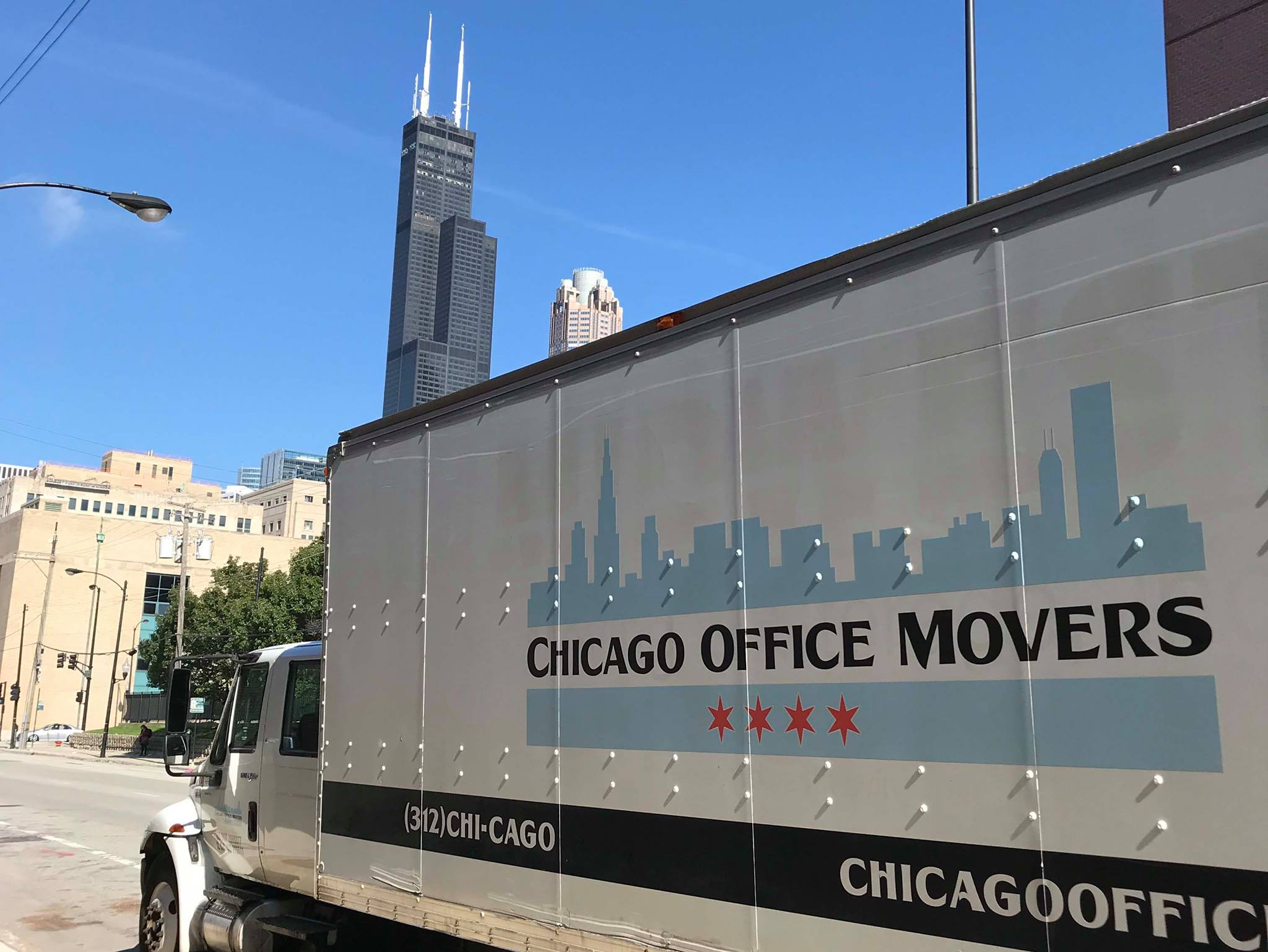 Chicago-Office-Movers-Truck-Building-Chicago-IL